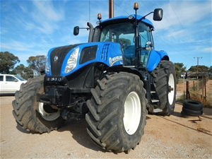 2011 New Holland T8 275