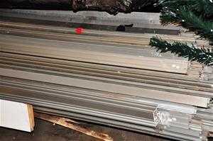 Qty of Aluminium Mouldings  Lengths approx 4200 mm Long  (237998-25)