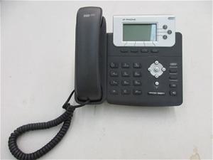 8 x Yealink SIP-T22P IP Phones