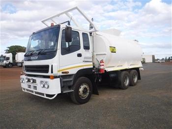 2003 Isuzu CXZ 6 x 4 Water Truck