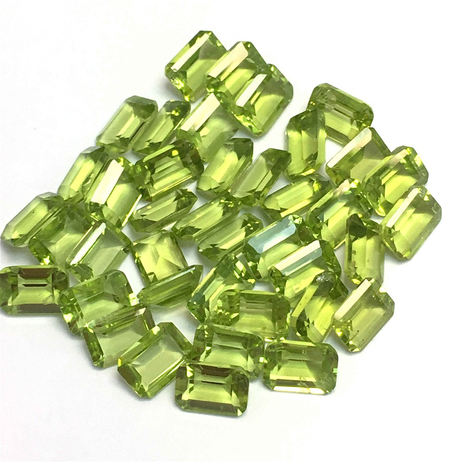 Thirty Two Loose Emerald 34.96ct in total