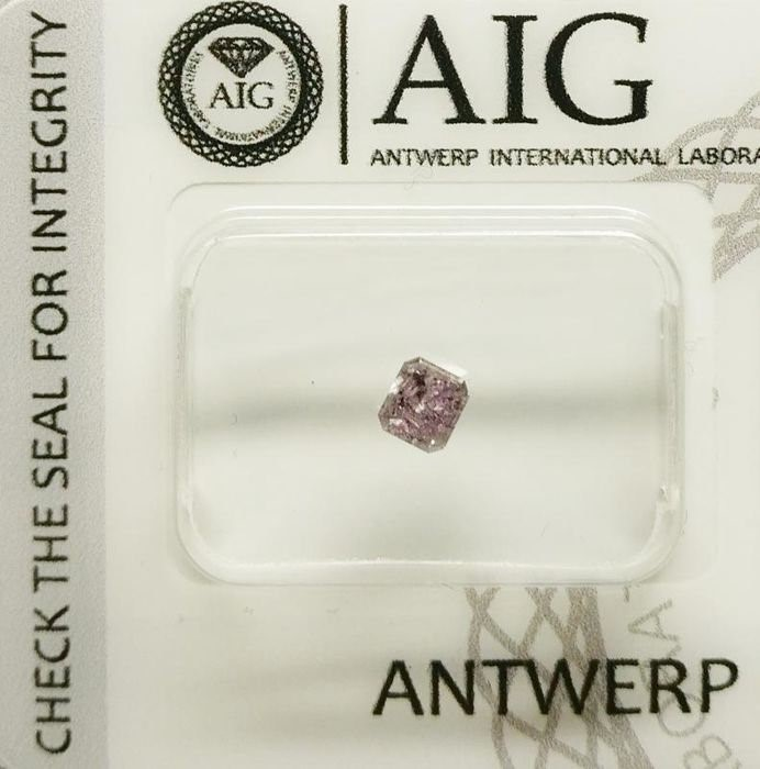 One Loose AIG Pink Diamond 0.34ct in Total