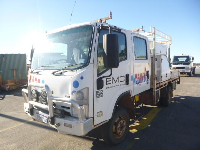 2008 Isuzu NPS300 4x4 Support Truck