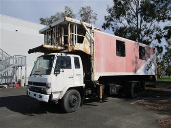 1991 Isuzu 800 Long 6 x 4 Ambulatory Hi Lift Truck