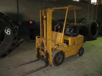 Komatsu FG14-10 4-Wheel Counterbalance Forklift