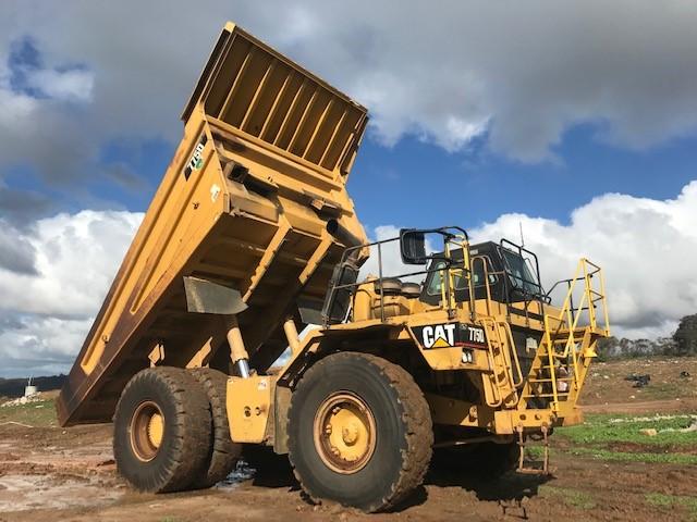1997 Caterpillar 7750 Rigid Dump Truck