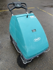 2010 Tennant S8 AUS Floor Sweeper