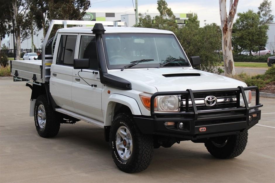2014 Toyota Landcruiser GXL Dual Cab V8 Turbo Diesel 4WD Manual Dual