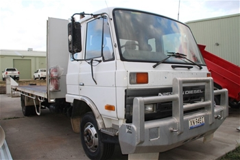 1995 NISSAN CMF88 Table Top Truck