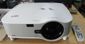 NEC NP3250 3 LCD projector