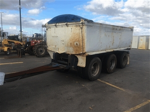 1982 Triaxle End Tipping Dog Trailer