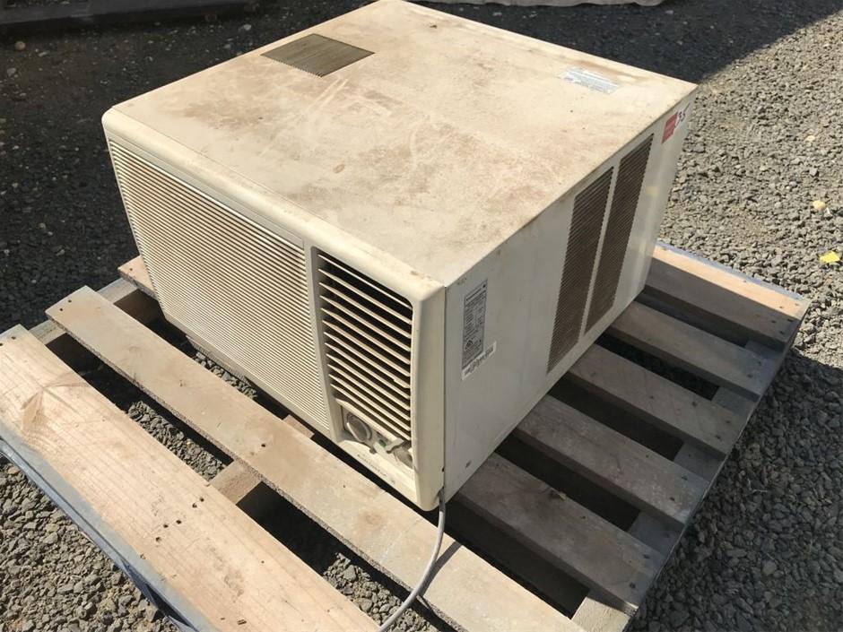 Window mount AC/heater, Kelvinator model: KR20WR, cooling 4600w, heating 42