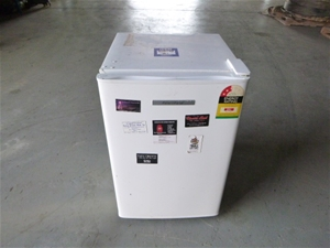 Fisher and Paykel P120 Bar Fridge
