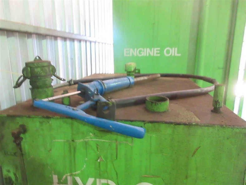 1000 litre Steel Hydraulic Oil Tank and Pump,
