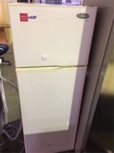 White Westinghouse Fridge - Door Opens T
