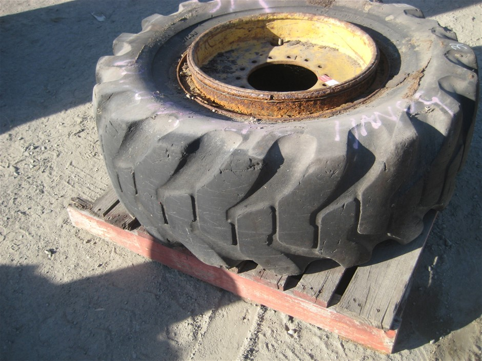Tyre. 1 x Earth Moving Tyre