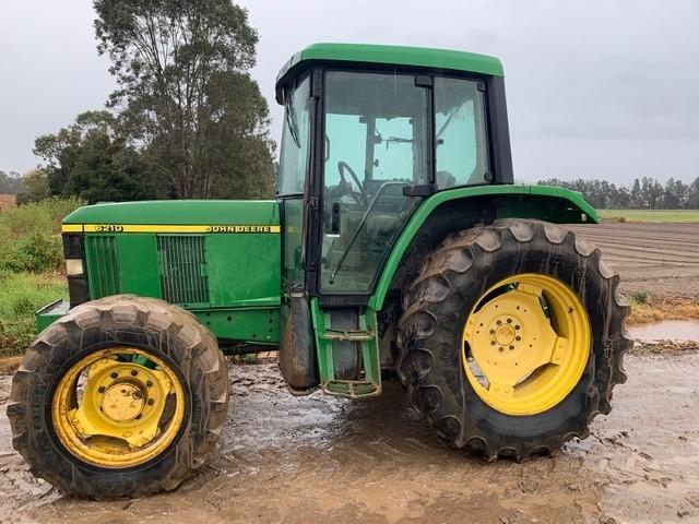 John Deere 6210 Premium Tractor