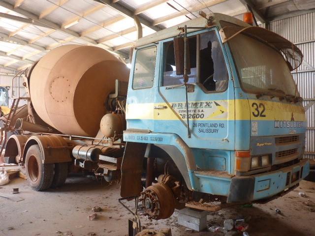 1995 Mitsubishi FV418 6 x 4 Concrete Agitator Truck (Ngukuur, NT)