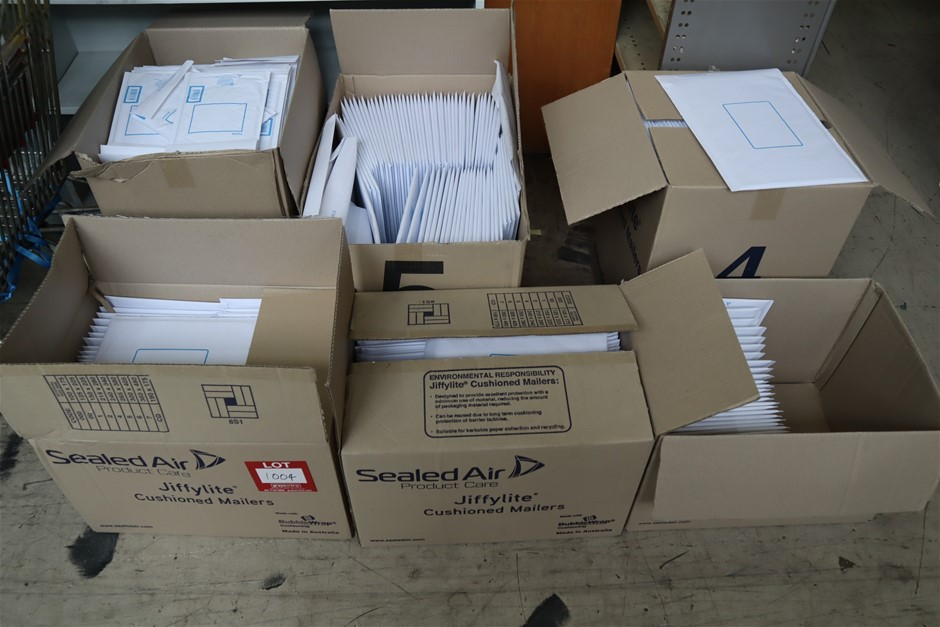 Assorted Cushioned Mailers to 6 Cartons and 2 x Parts Boxes Carry Bags