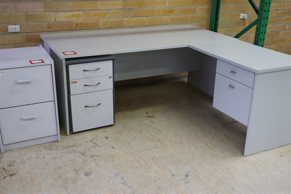 1 x Clerical Desk 1800 x 900mm with Left Hand Return