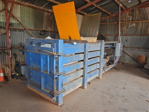Large waste & recycling Compactor (Buckl