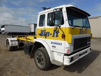 Unreserved 1995 International Acco 2350E 4x2 Hooklift Truck