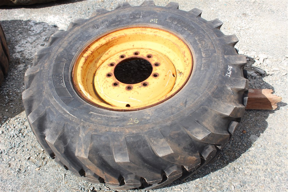 1x CAT 120 Grader Tyre with Rim (Unused)