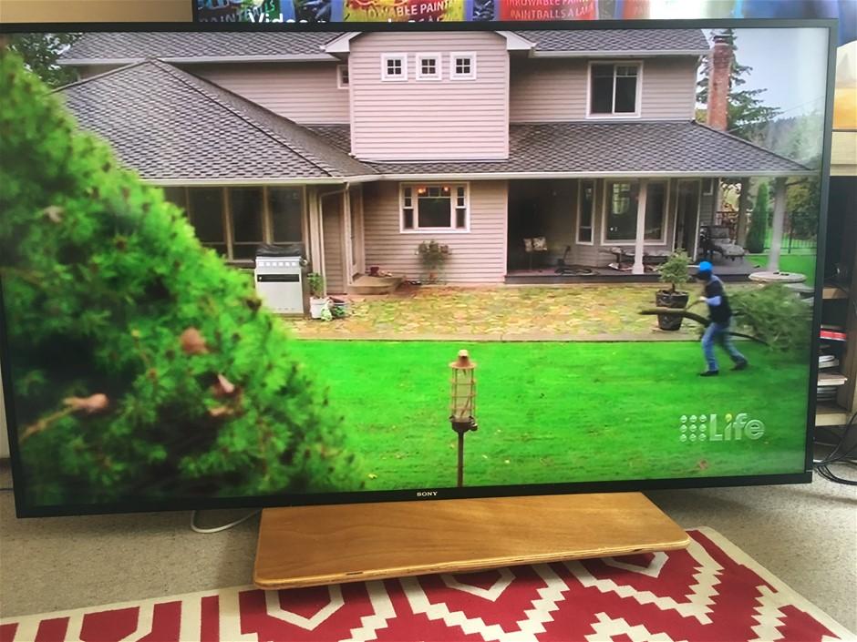 Sony KD70X8500B 70 Inch 4K Ultra HD LCD LED Smart 3D TV
