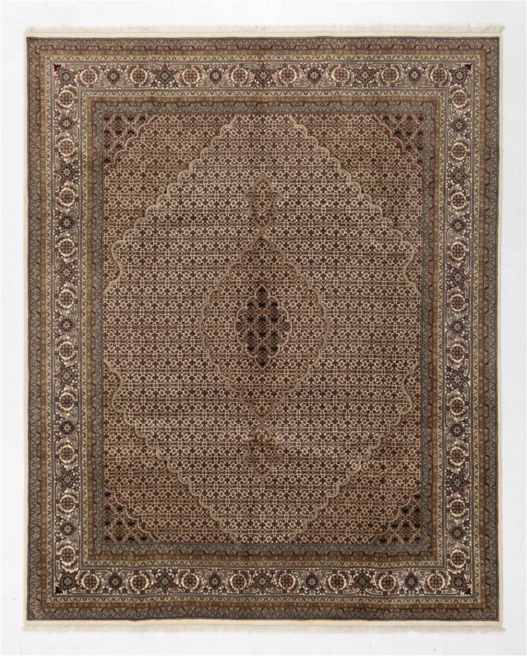 Indian Mahi design Fine quality Hand Knotted 100% Wool Size (cm): 240 x 307