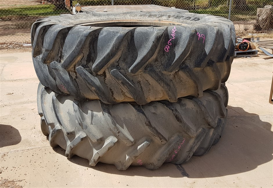 2x Tractor Tyres: Size: 620/70R46
