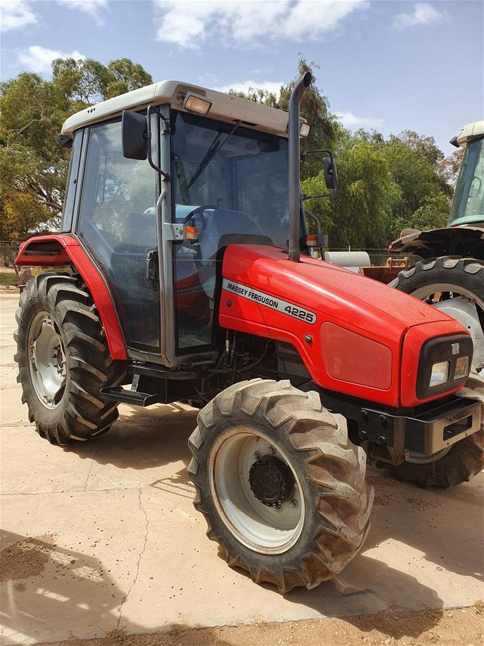 Massey Ferguson 4225 Tractor