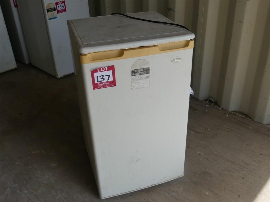 Heller BFH12 108L Refrigerator Make: Heller Model: BF