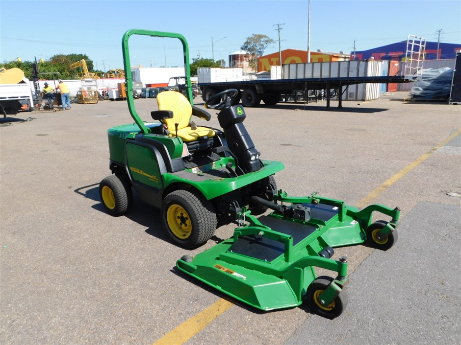 John Deere 1445 Series 2 4WD Out Front Mower