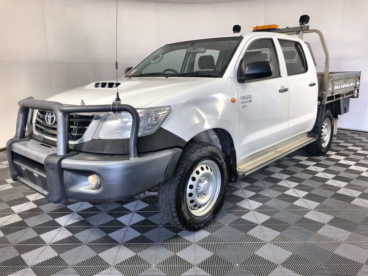 2015 Toyota Hilux SR (4x4) KUN26R Turbo Diesel Automatic Crew Cab Chassis