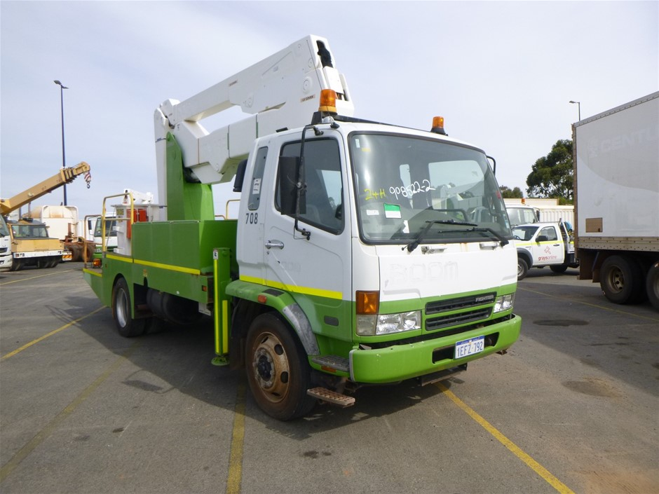 2005 Mitsubishi Fighter FK 600 4x2 Travel Tower Truck