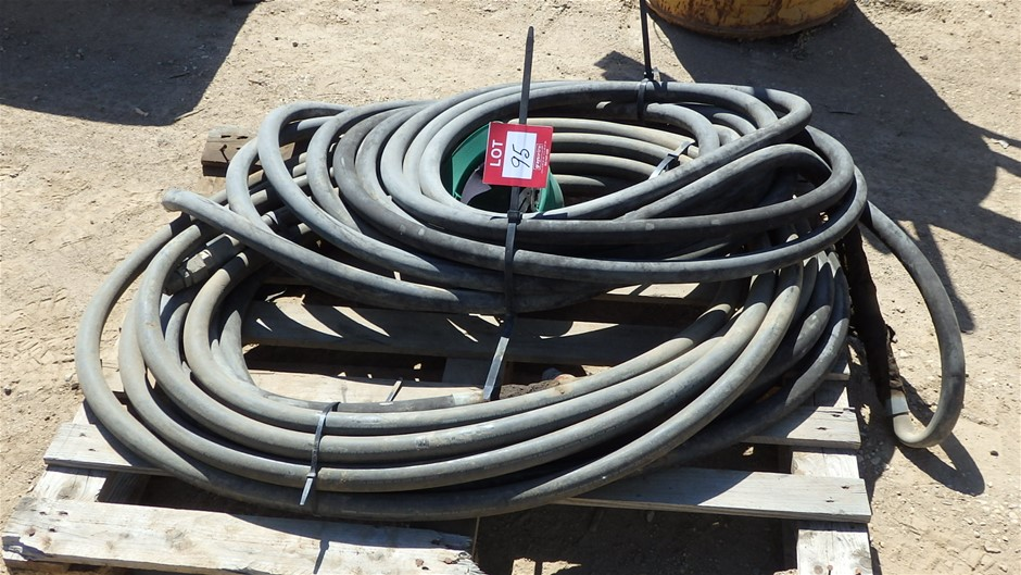 Pallet Comprising 2x Lengths Rubber Hydraulic Hose