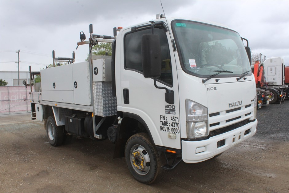 2010 Isuzu NPS300 4 x 4 Service Truck (Ex Corp)