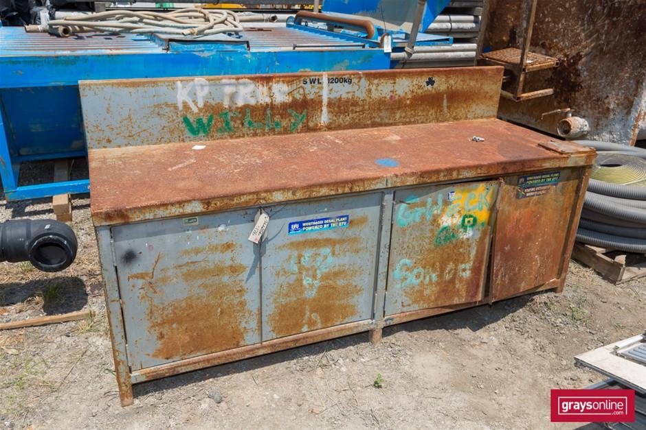 Steel Workbench Heavy steel construction Approx 3mm x