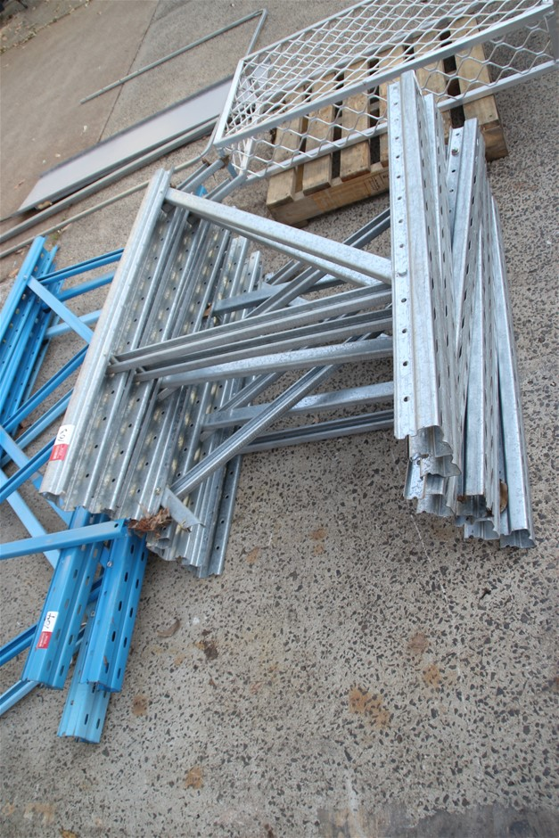 6 x Colby Pallet Racking End Frames Approx: 6 x 1050mm x 840mm
