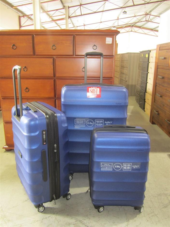 Antler Juno lightweight 3 pc Suitcase set.