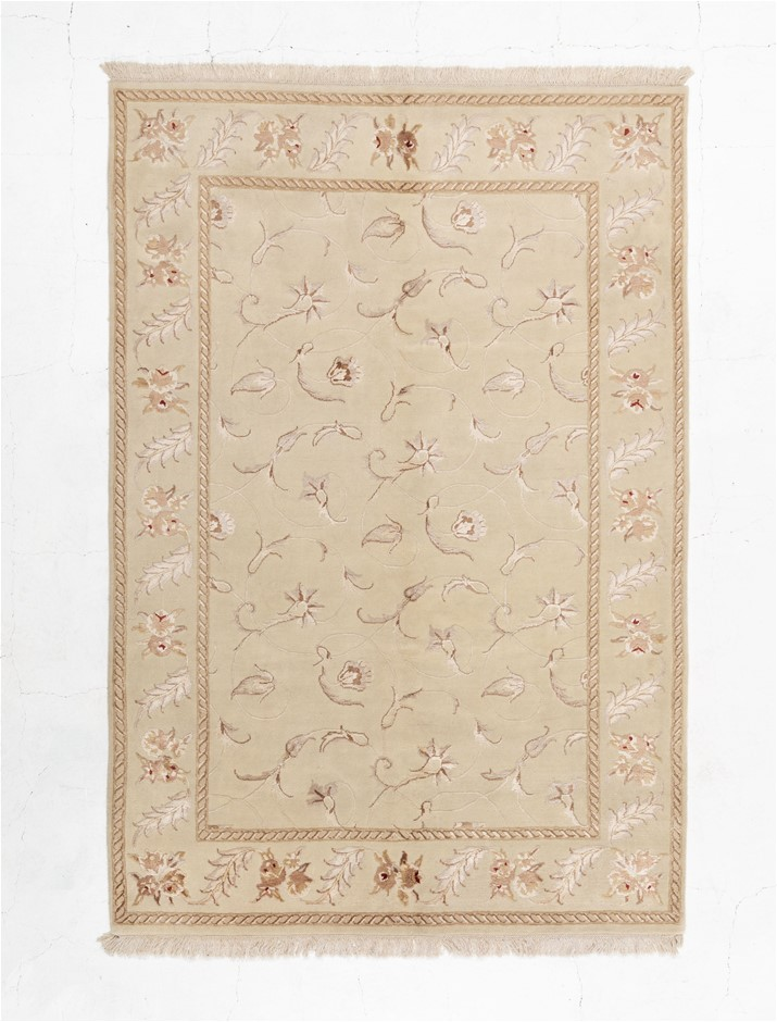 Indian Silk Flowers With Wool Pile Hand Knotted Size (cm): 165 x 242