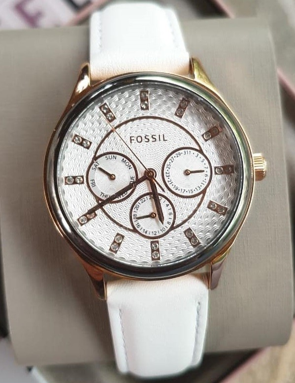 Modern new ladies Fossil watch.