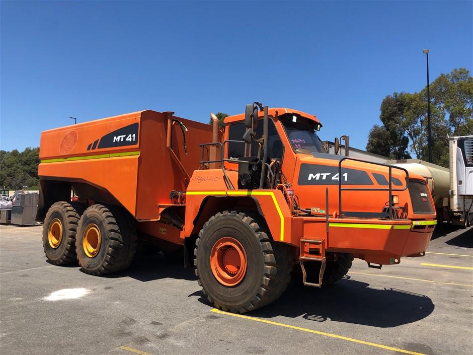 2010 Doosan Moxy MT41 Articulated Water Truck
