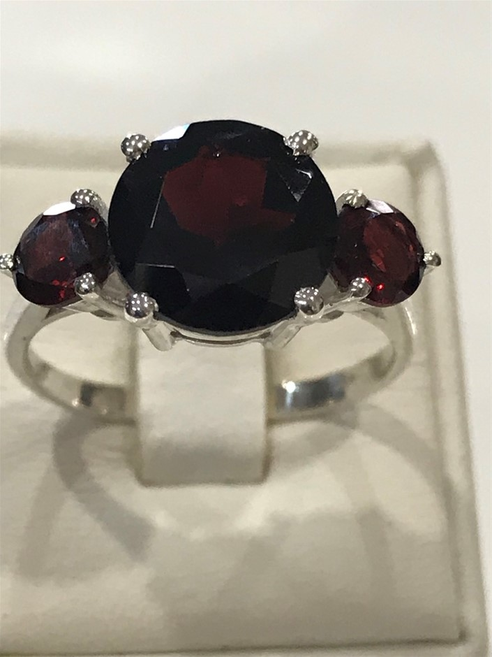Classical Three Stone 5.75ct Garnet Ring Size R (8.75)