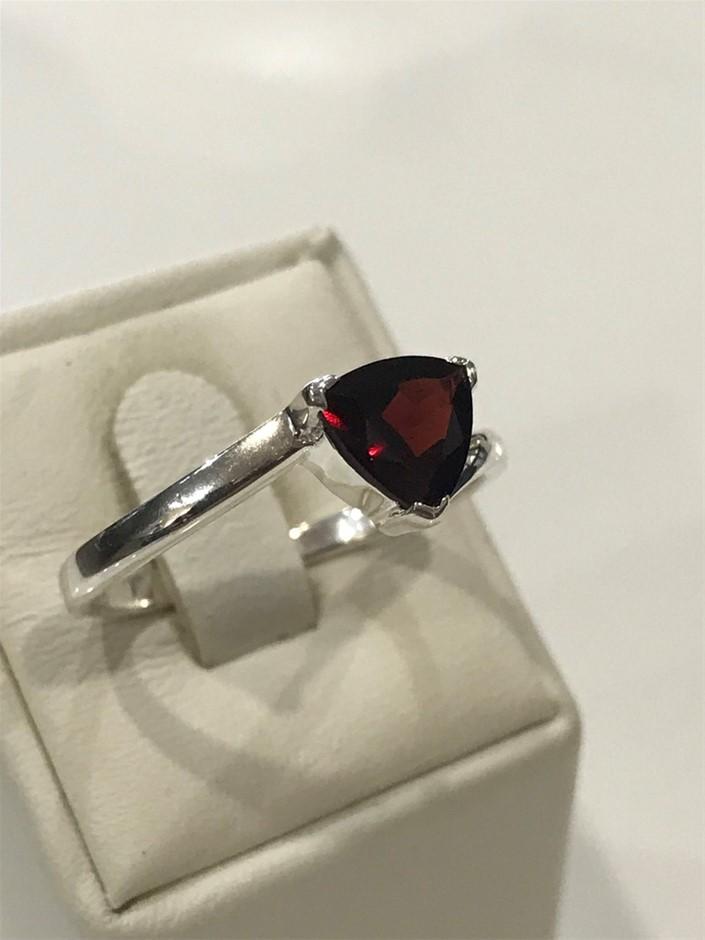 Brilliant 2.00ct Garnet Ring. Size T 1/2 (10)