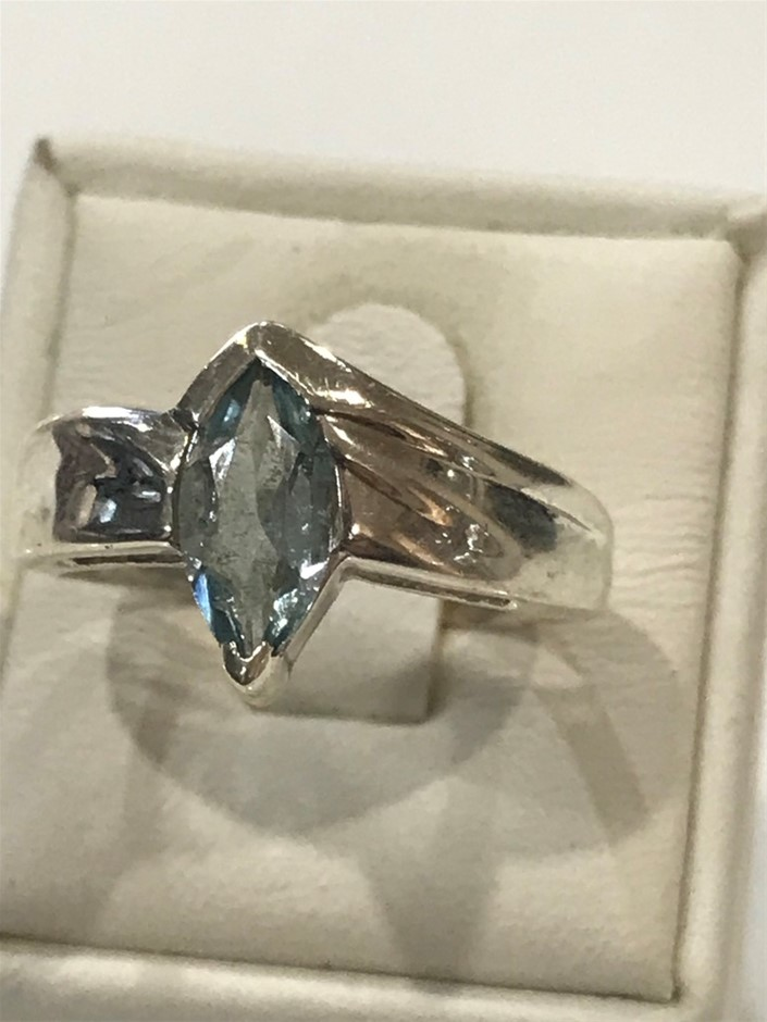 Impressive 1.20ct Blue Topaz Ring . Size N 1/2(7.25)