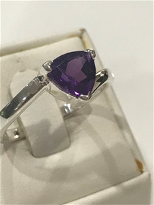 Stunning 2.00ct Amethyst Ring Size R (8.