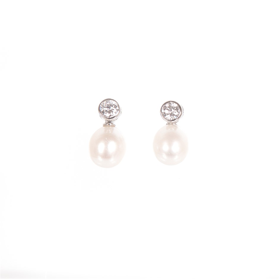 Pair of sterling silver 925 white freshwater pearl earrings