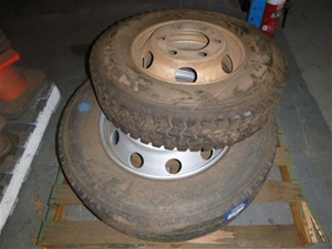 Quantity of 2x Rims and Tyres