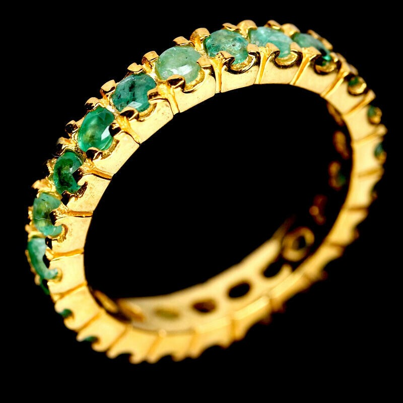 Exquisite Yellow Gold Round Cut Green Emerald Ring. Size 'P'